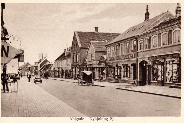 Fra da centralen var ved Algade 48, bemærk masten på taget.