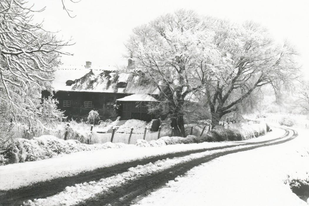 Vinterbillede af Rødegård der var pensionat hvor skifolkene indlogerede sig.